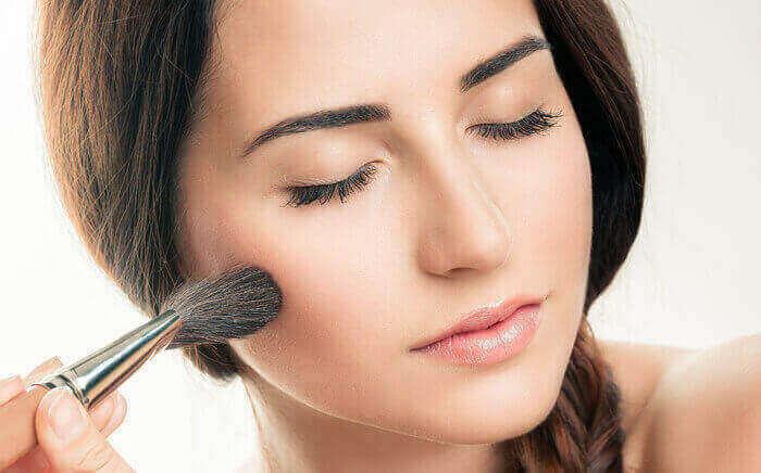 Dlaczego warto korzystać z kosmetyków Make up w Avon?